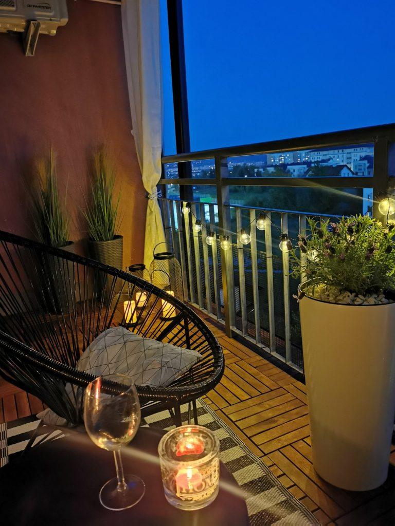 balkon po zmroku