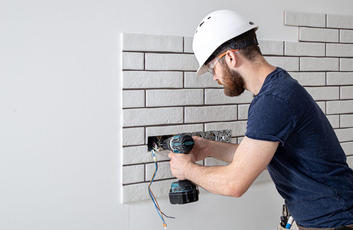 Jak układać kamień na ścianie?