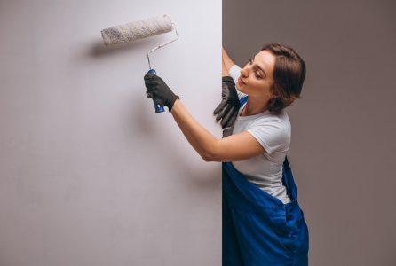Odświeżanie ścian w salonie