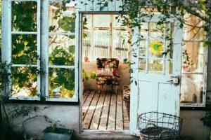 Stare drzwi jako dekoracja