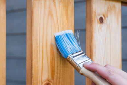 Czym zabezpieczyć drewno sosnowe na zewnątrz?