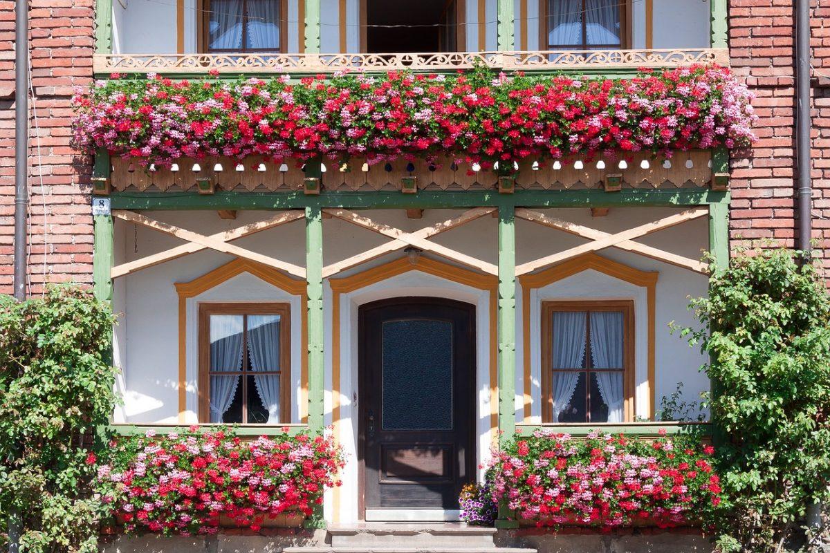 Balustrada balkonowa. Jak ją odnowić?